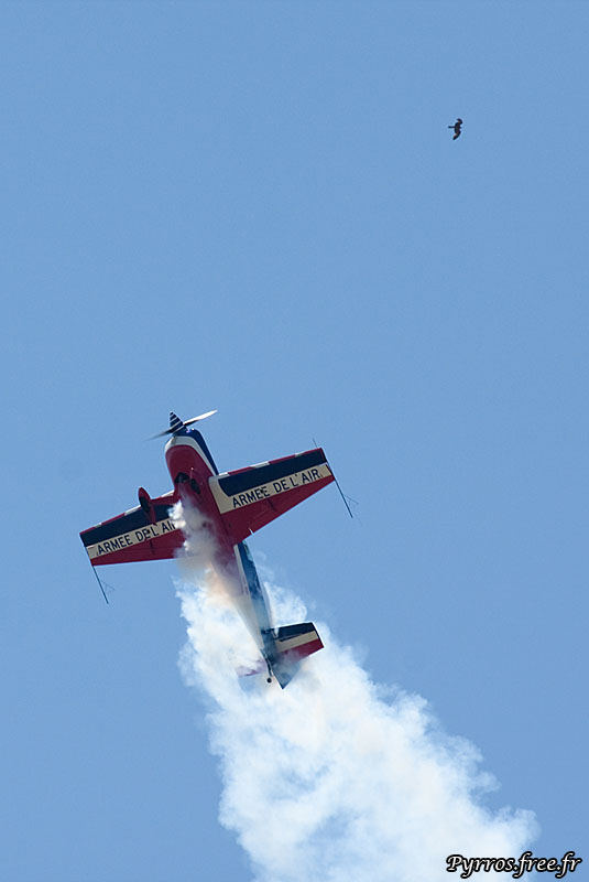 l'extra 330 de l'armée de l'air n'est pas tout seul dans le ciel