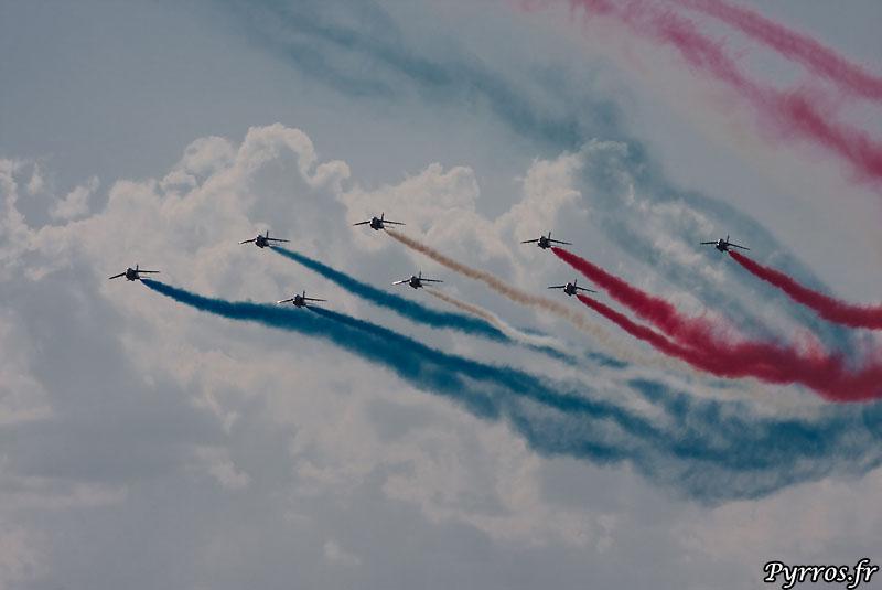 Patrouille de France (PAF) vol en diamant dans les nuages