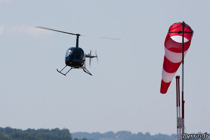 Robinson Helicopter R 22 BETA vol face au vent