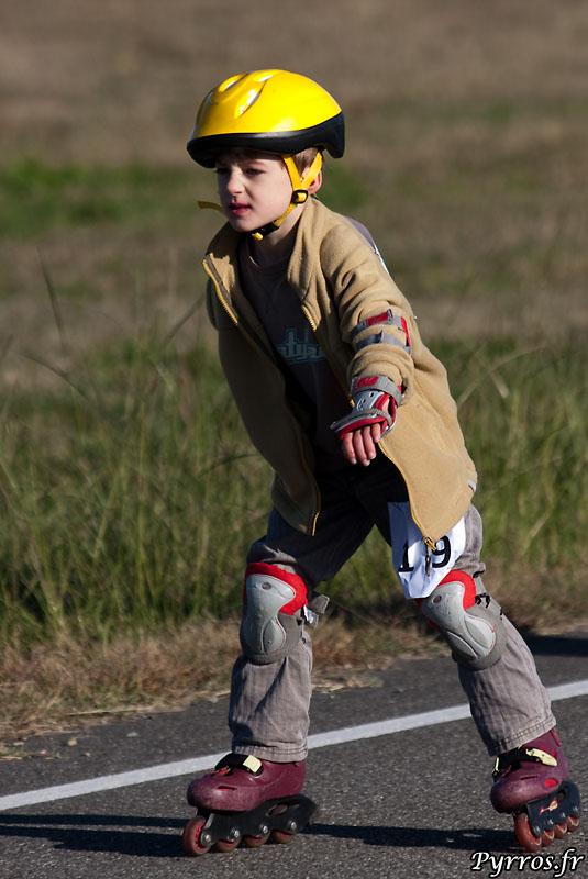 1/4 d'heure (pour les enfants) et 1/2 heure (pour les jeunes) durant, ils roulent afin de battre (ou de creer) leur record de la plus grande distance parcourue en roller.