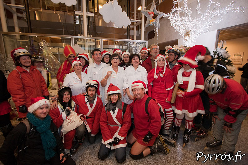 Pour cette randonnée à thème, les randonneurs deviennent les Pères et Mères Noël des enfants hospitalisés
