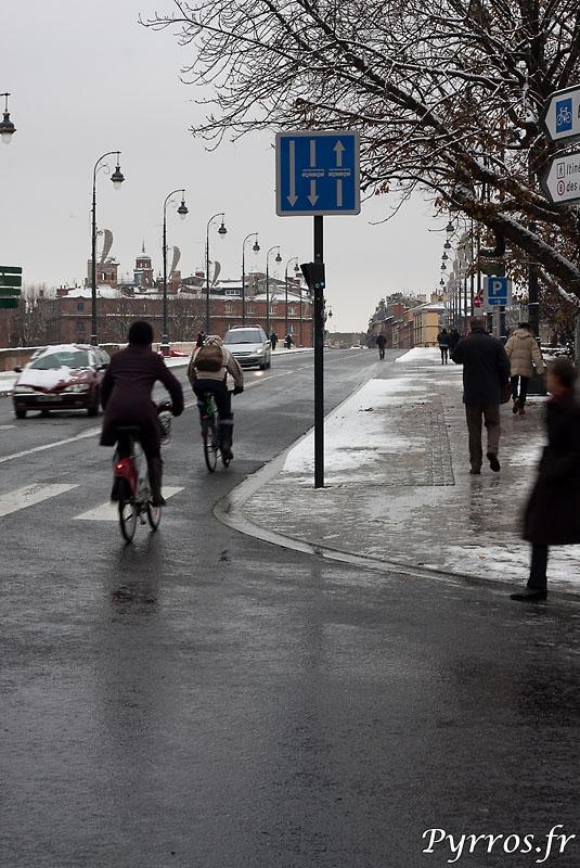 Sans bus, ni métro, les toulousains utilisent les velos, sans chaine aux roues