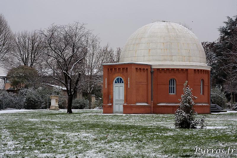L'observatoire de Toulouse est aussi sous la neige.