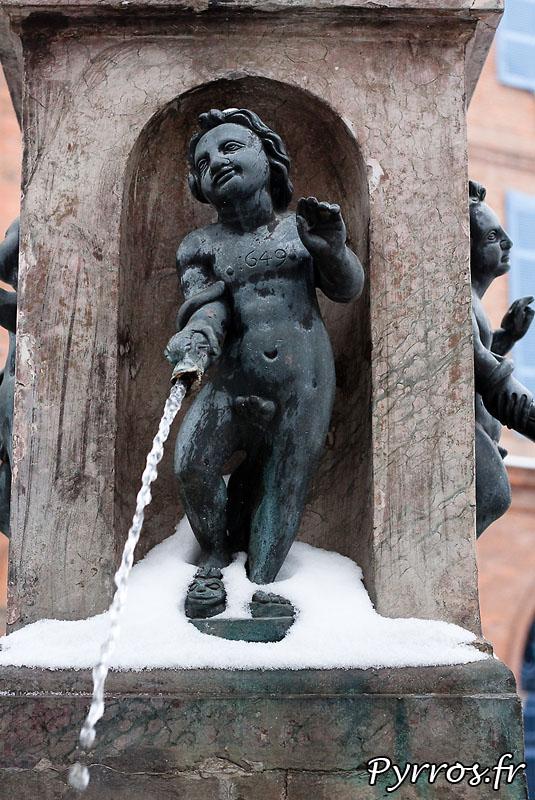 Neige à Toulouse, les pieds dans la neige. (Saint Etienne)