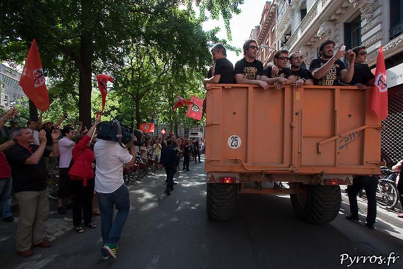 Arrivée des Toulousains à bord d'un tracteur
