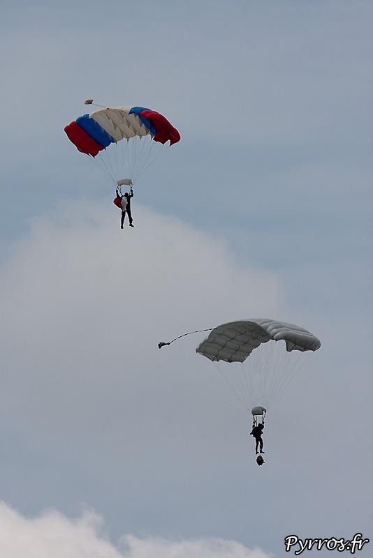 Parachutistes 3eme RMAT (airexpo 2010),parachute utilisés de type aile
