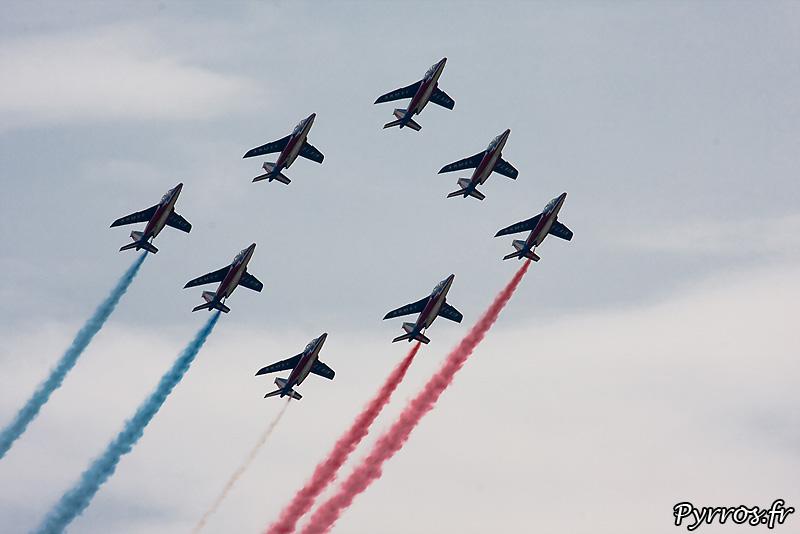 Patrouille de France (Airexpo 2010) sous un ciel voilé, premiere démonstration public de 2010, formation losange