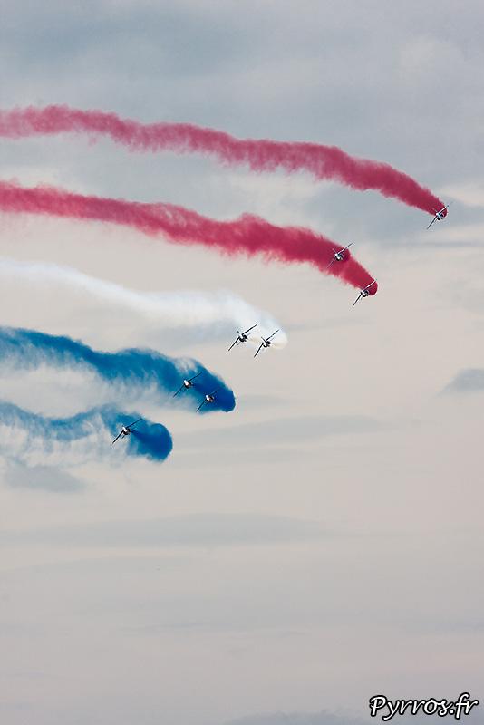 Patrouille de France (Airexpo 2010) sous un ciel voilé, premiere démonstration public de 2010, formation diamant