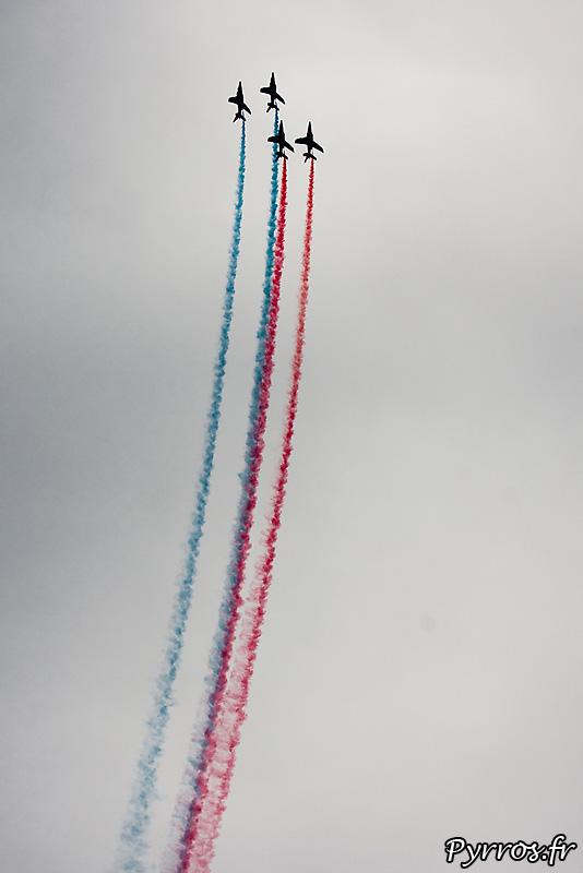 Patrouille de France (Airexpo 2010) sous un ciel voilé, premiere démonstration public de 2010