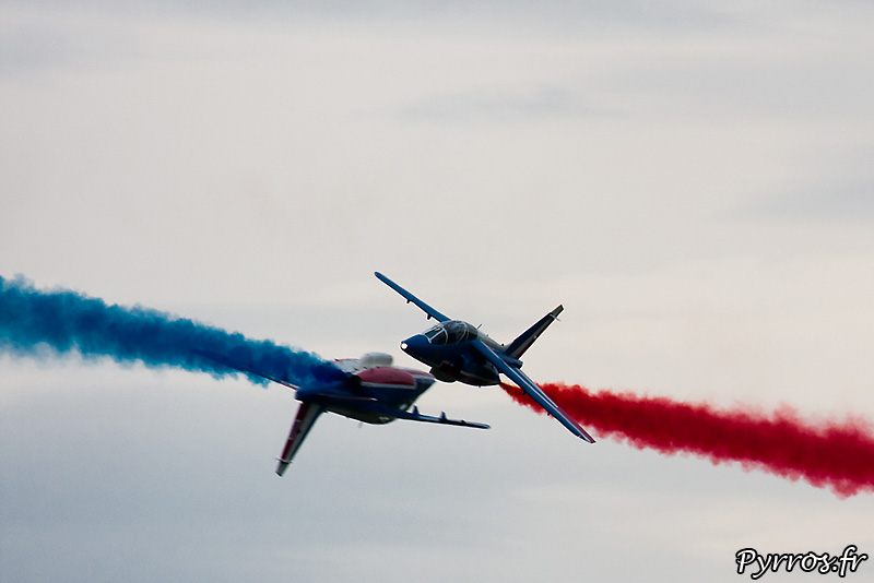Patrouille de France (Airexpo 2010) sous un ciel voilé, premiere démonstration public de 2010, percussion