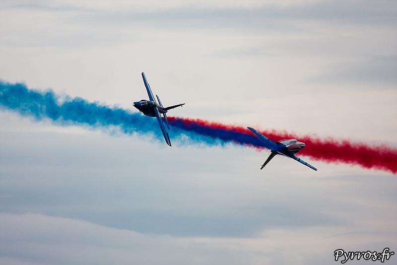 Patrouille de France (Airexpo 2010) sous un ciel voilé, premiere démonstration public de 2010, aprés la percussion