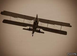 le dernier Breguet 14 encore actif, cet avion etait utilisé dans l'aéropostale par de celèbres pilotes comme Mermoz, Daurat, Saint Exupéry et autres Guillaumet.