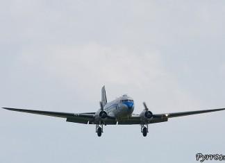 Douglas DC-3 (C-47/53/117/R4D/Skytrain/Dakota), en approche pour atterissage piste 30 de l'aérodrome de Muret Lherm