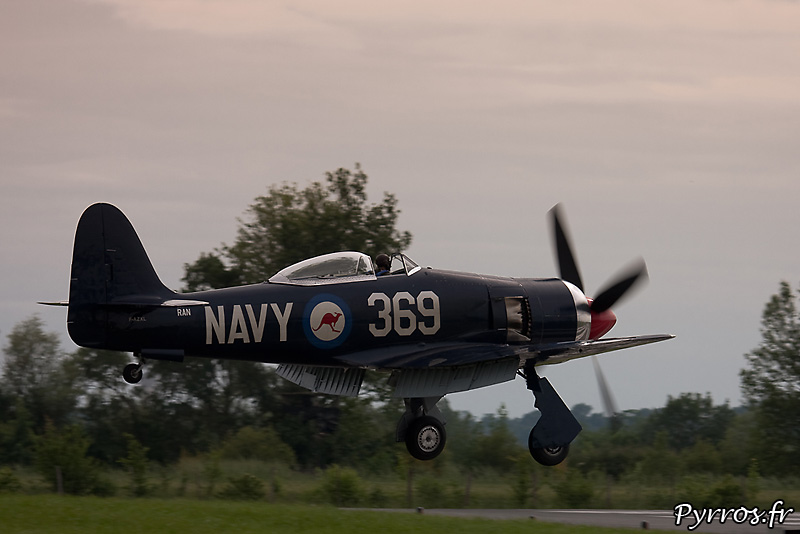 Hawker Sea Fury FB-11 atterrissage volets sortis