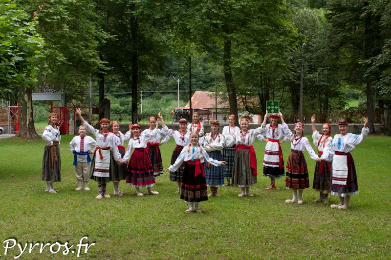 """L'ensemble folklorique d'enfants de Crimée """"Radonitsa"""""""