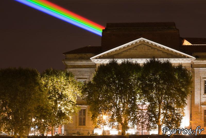 Global Rainbow installation laser par l'artiste Yvette Mattern et Laserfabrik, l'ecole des beaux arts