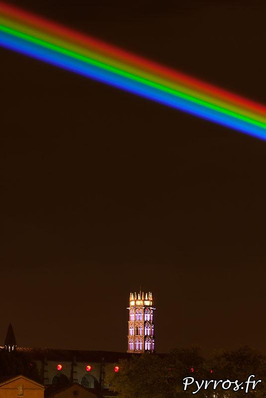 Global Rainbow installation laser par l'artiste Yvette Mattern et Laserfabrik, Saint Sernin
