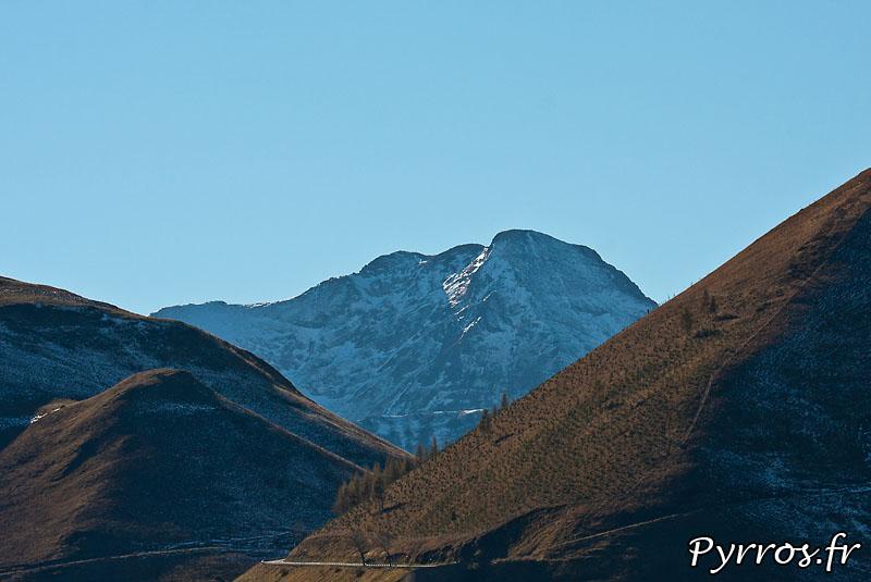 Montagnes sous la neige