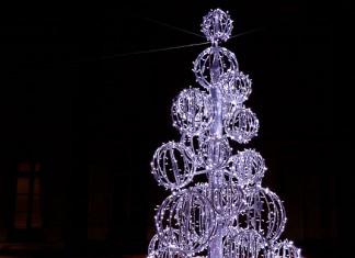Un parfum de Noël, sapin lumineux, place Saint George