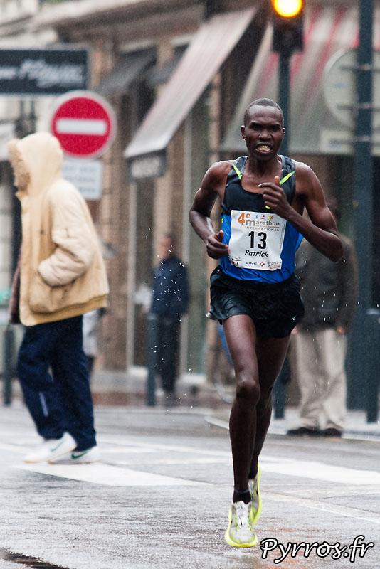 Patrick Korir (second), Sous la pluie d'automne, se deroule, le quatrième marathon du Grand Toulouse