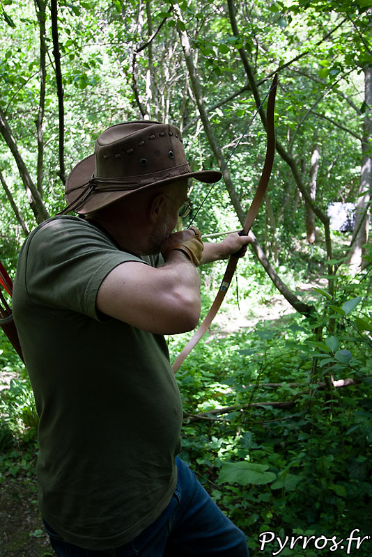 Tir sur cible 2D entre les arbres formant une fenêtre de tir.
