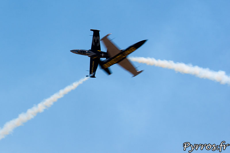 Breitling Jet Team, croisement