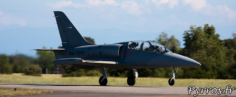 Aero L-39 Albatros, Décollage et panache de gaz d'échappement