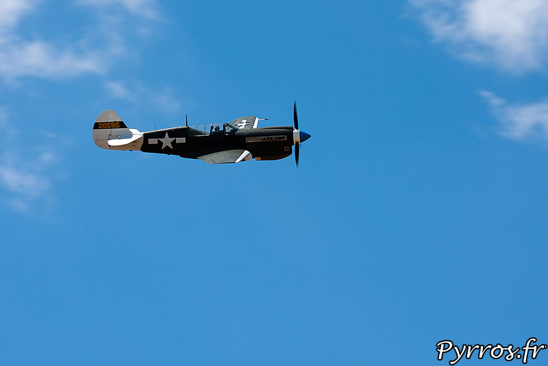 Curtiss P-40 Warhawk, F-AZKU en Vol