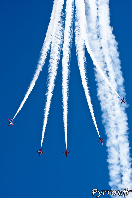 Red Arrows, Vertical Break (Explosion verticale)