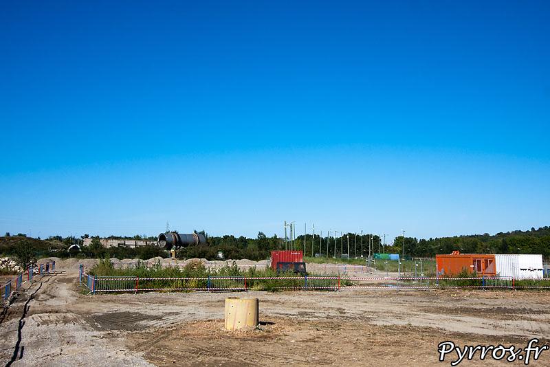 Sur le site de l'usine AZF 10 ans après la catastrophe, les travaux continuent.