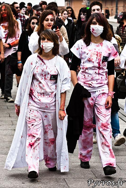 Infirmières à la marche des zombies 2011
