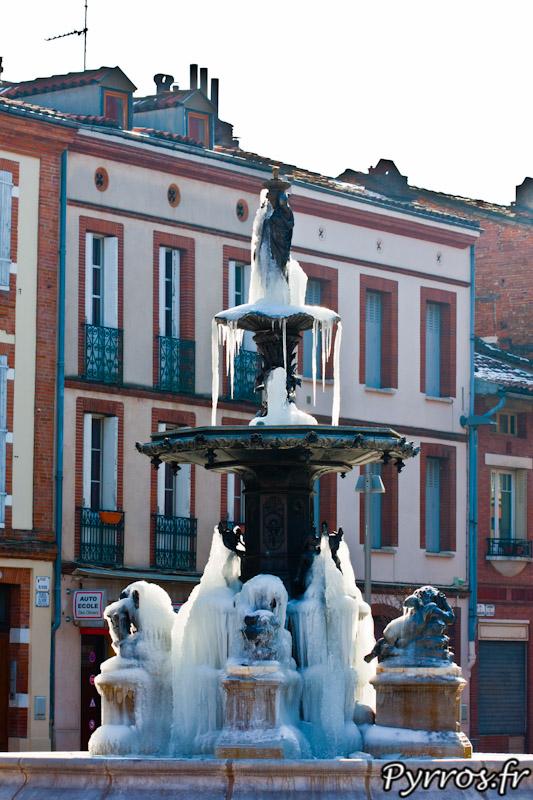 Durant la vague de froid de 2012 la fontaine Olivier a gelé offrant un spectacle fabuleux