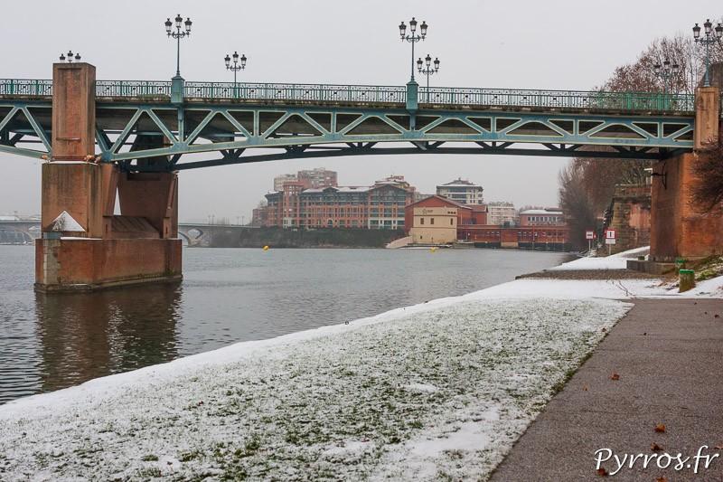 Les quai de la Garonne sont couverts de neige