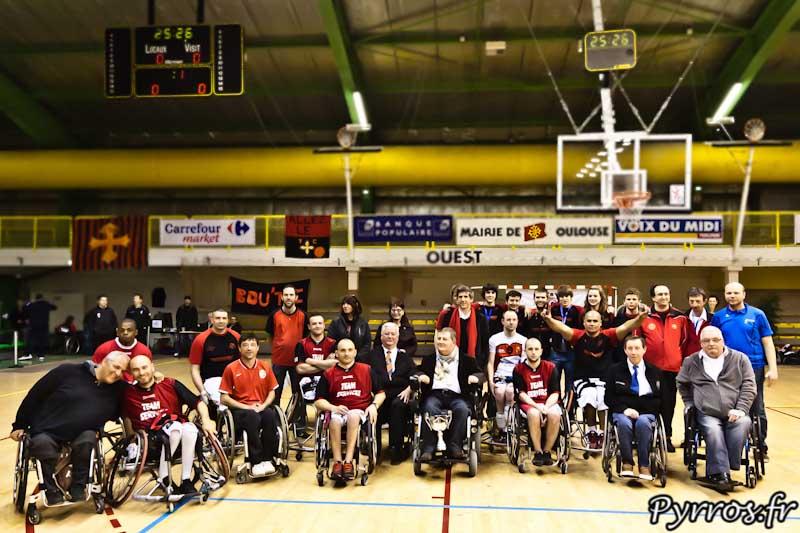 L'équipe du Toulouse IC et les bénévoles, organisateurs de l'épreuve