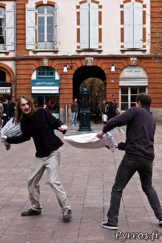 Place Saint Georges, FlashMob : Bataille de polochons