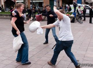 Il faut aussi se protéger : Bataille de polochons