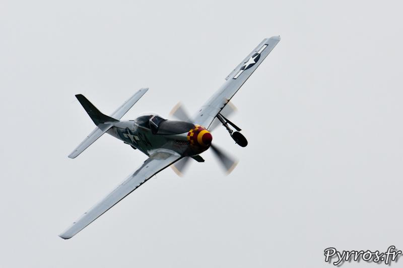 P-51 Mustang virage à droite le train commence à sortir, Airexpo 2012