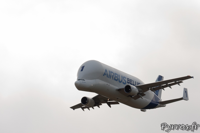 Approche vitesse lente volet sortis, Airbus A300-600ST Belouga, Airexpo 2012