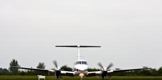 Beech B200 Super King Air sur le tarmac de LFBR, Airexpo 2012