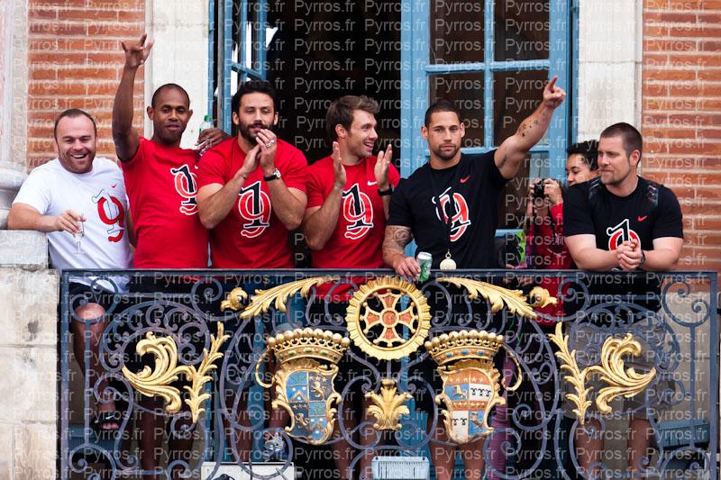 Jean-Baptiste Poux, Timoci Matanavu, Clément Poitrenaud, Vincent Clerc, Luke McAlister et sont champions de France 2012