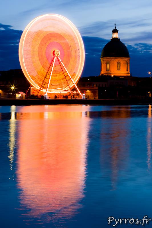 Le mouvement de la Grande Roue de Toulouse plage est obtenue à partir d'une pose longue