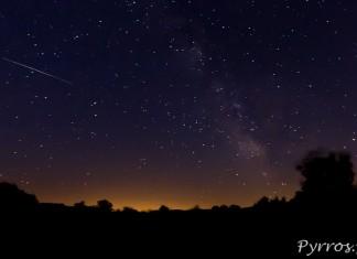 Ciel d'été, étoiles filantes et voie lactée