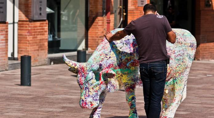 CowParade à Toulouse, certains toulousains ont trouvé une utilisation pratique à ces vaches