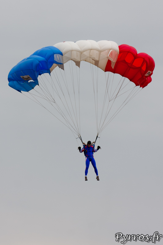 Equipe de Parachutistes de Présentation et de Compétition de l'Armée de l'Air dans le ciel de Gimont Aero.