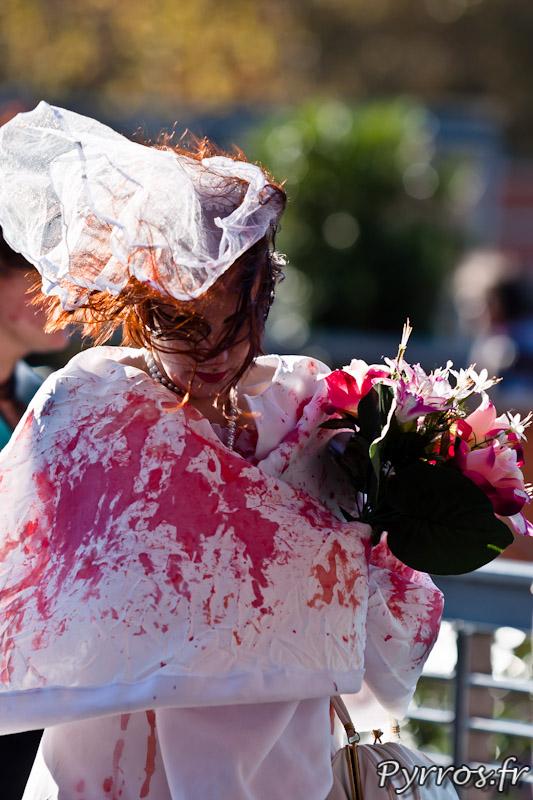 La mariée n'a pu fuir la horde de zombies