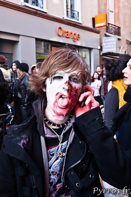 Zombie au téléphone ...