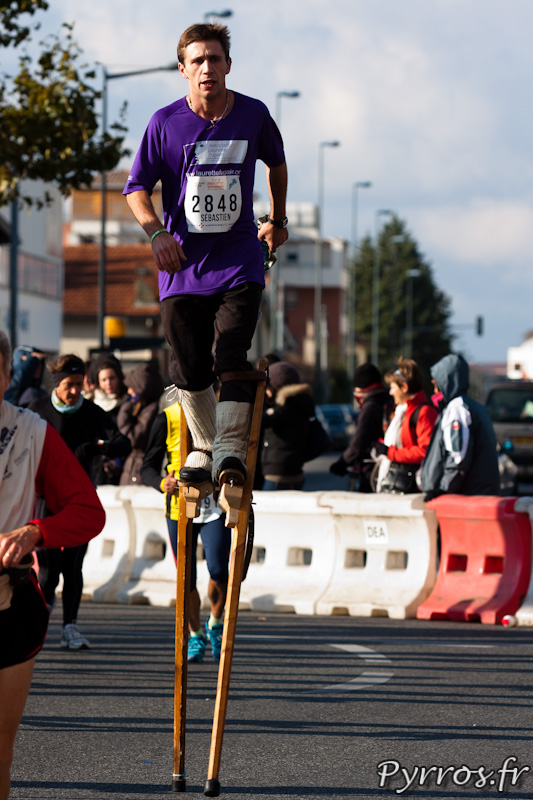 Marathon International de Toulouse Métropole, le marathon en échasse, c'est possible avec l'association Laurette Fugain