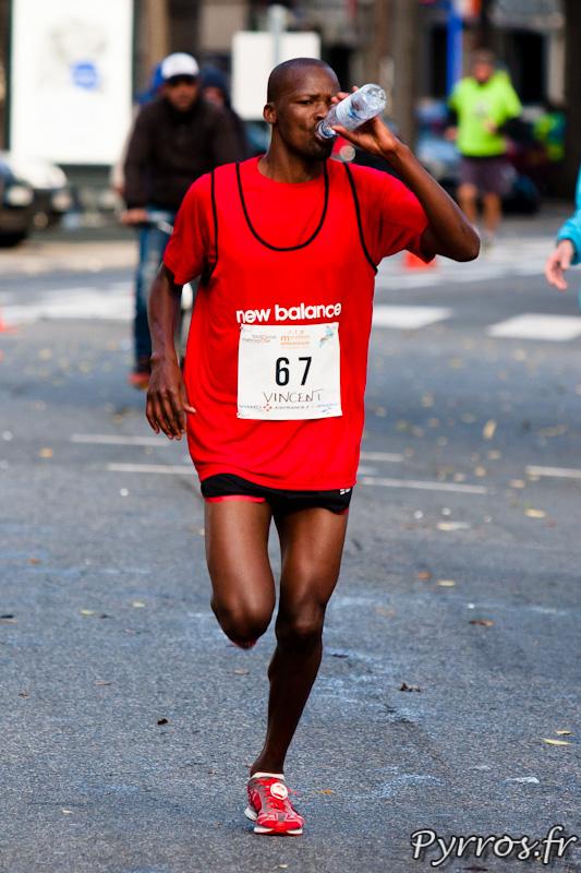 Marathon International de Toulouse Métropole, le ravitaillement obligatoire après 35km de courses