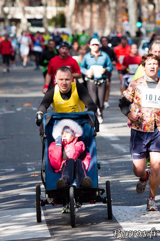 Marathon International de Toulouse Métropole avec une poussette
