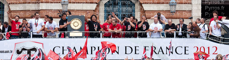 Sur le Bus à Impérial les joueurs du Stade Toulousain sont champions de France 2012